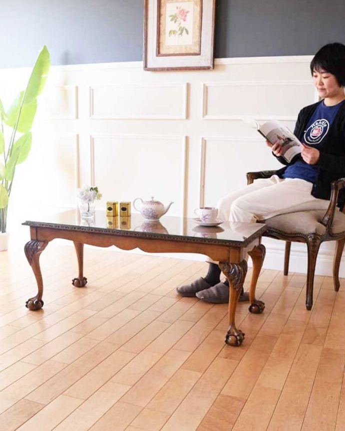 アンティークのテーブル アンティーク家具 クロウ&ボールの脚を持つコーヒーテーブル、英国のアンティーク家具。優雅な時間が過ごせる英国スタイルのコーヒーテーブルどんな場所に置いても美しいデザインでみんなを魅了する英国アンティーク。(k-2358-f)
