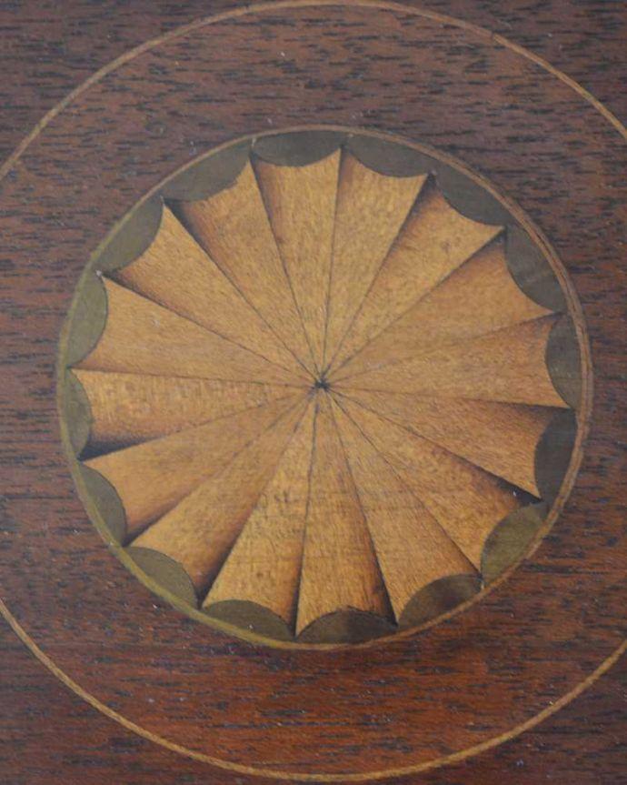 アンティークテーブルの装飾