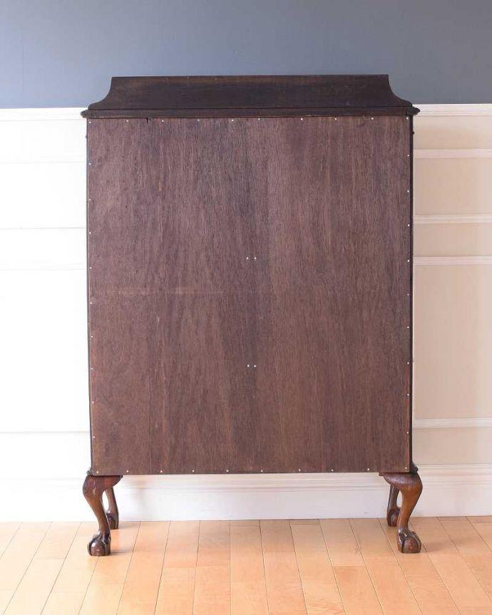 アンティークのキャビネット アンティーク家具 正統派の英国アンティークキャビネット、ゴシックデザインの定番ガラスキャビネット 。実は後ろから見てもキレイなんです。(k-2396-f)