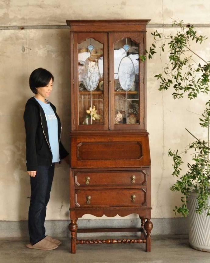 アンティーク家具 英国輸入のアンティーク家具、本棚もデスクも付いたアンティークのビューローブックケース。1つで3役こなしちゃう贅沢な家具見た目はガラスキャビネットなのに、デスクとチェストの機能も備えたビューローブックケース。(k-2421-f)