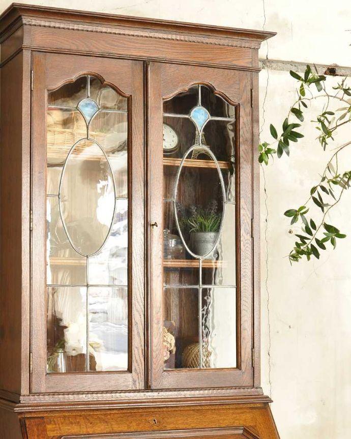 アンティーク家具 英国輸入のアンティーク家具、本棚もデスクも付いたアンティークのビューローブックケース。英国アンティークらしいガラス扉の美しさデスクの上はガラス扉のキャビネット。(k-2421-f)