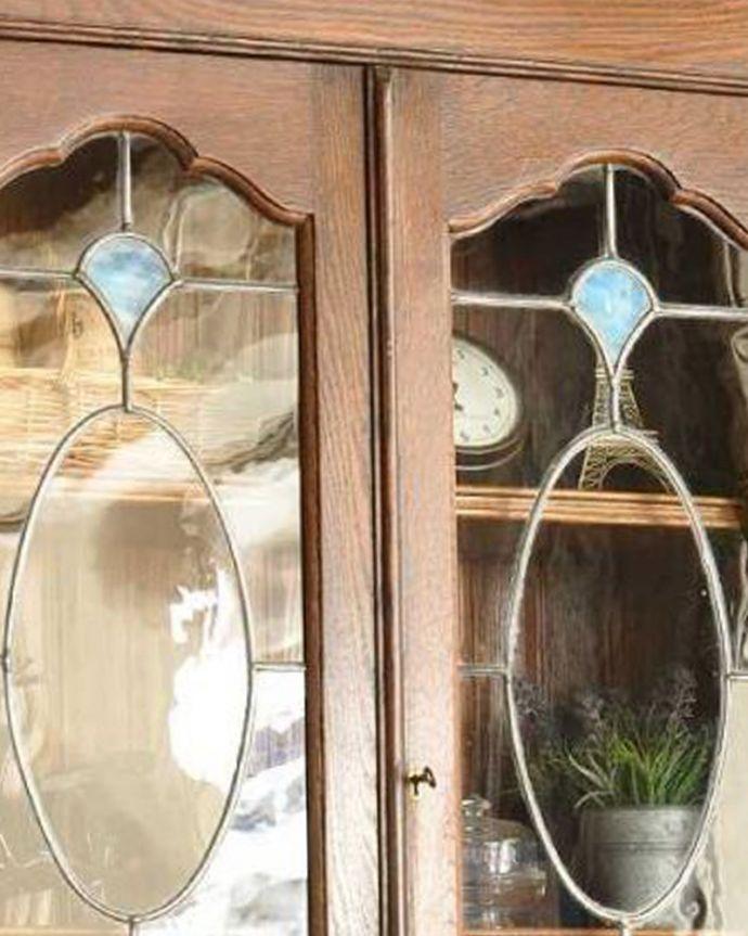 アンティーク家具 英国輸入のアンティーク家具、本棚もデスクも付いたアンティークのビューローブックケース。アンティークのガラスの美しさガラスも古いアンティークのステンドグラスは独特の雰囲気が魅力。(k-2421-f)