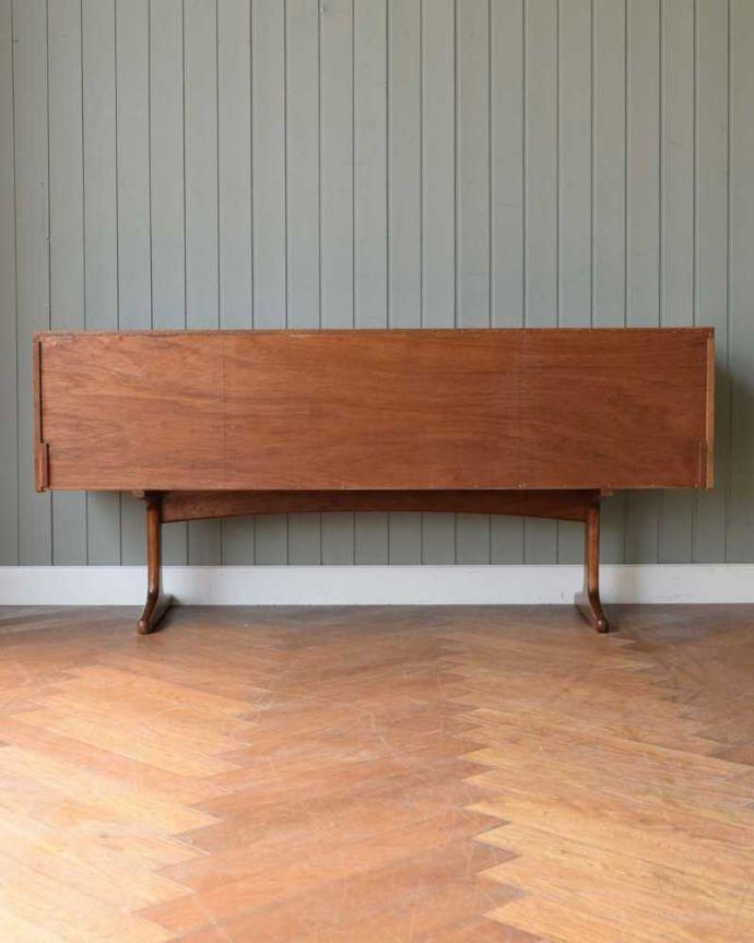 アンティーク家具 Austin Suite社製のヴィンテージ家具、6杯引き出しのサイドボードチェスト。修復してあるので後ろ姿もキレイです。(k-2554-f)