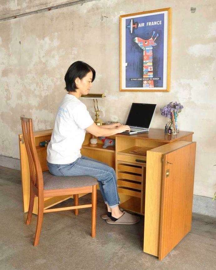 アンティークのキャビネット アンティーク家具 ホームオフィス社のデスクキャビネット、多機能なイギリスのヴィンテージ家具。扉を開くとあっという間に自分だけのオフィス「HOME OFFICE」社が作ったその名も「ホームオフィス」。(k-2583-f)