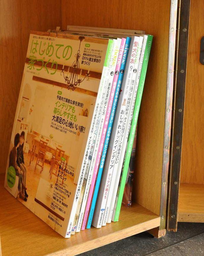 アンティークのキャビネット アンティーク家具 ホームオフィス社のデスクキャビネット、多機能なイギリスのヴィンテージ家具。A4サイズの雑誌も収納できる優等生雑誌まで収納できる高さ!本や雑誌もたっぷり収納出来ます。(k-2583-f)