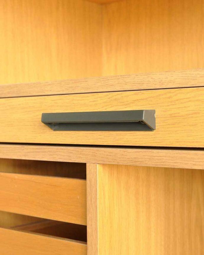 アンティークのキャビネット アンティーク家具 ホームオフィス社のデスクキャビネット、多機能なイギリスのヴィンテージ家具。こんな所もスタイリッシュ引き出しの取っ手です。(k-2583-f)
