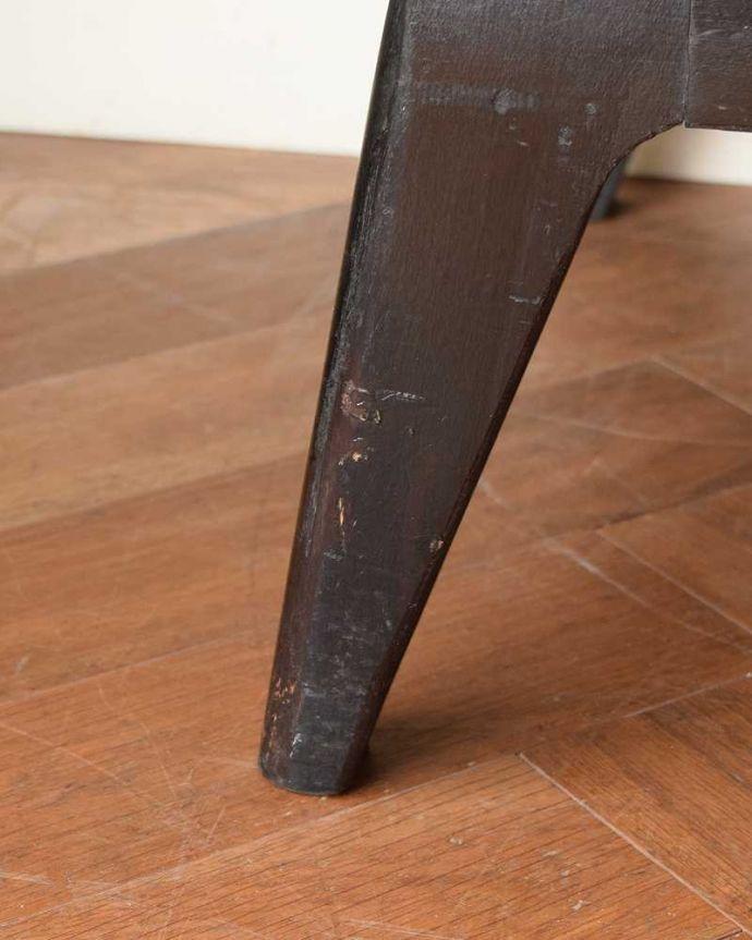 サイドボード アンティーク家具 北欧テイストのヴィンテージ家具、ブラックの脚がかっこいいサイドボード 。スッキリとした脚の裏には…Handleの家具の脚裏にはフェルトキーパーをお付けしています。(k-2617-f)