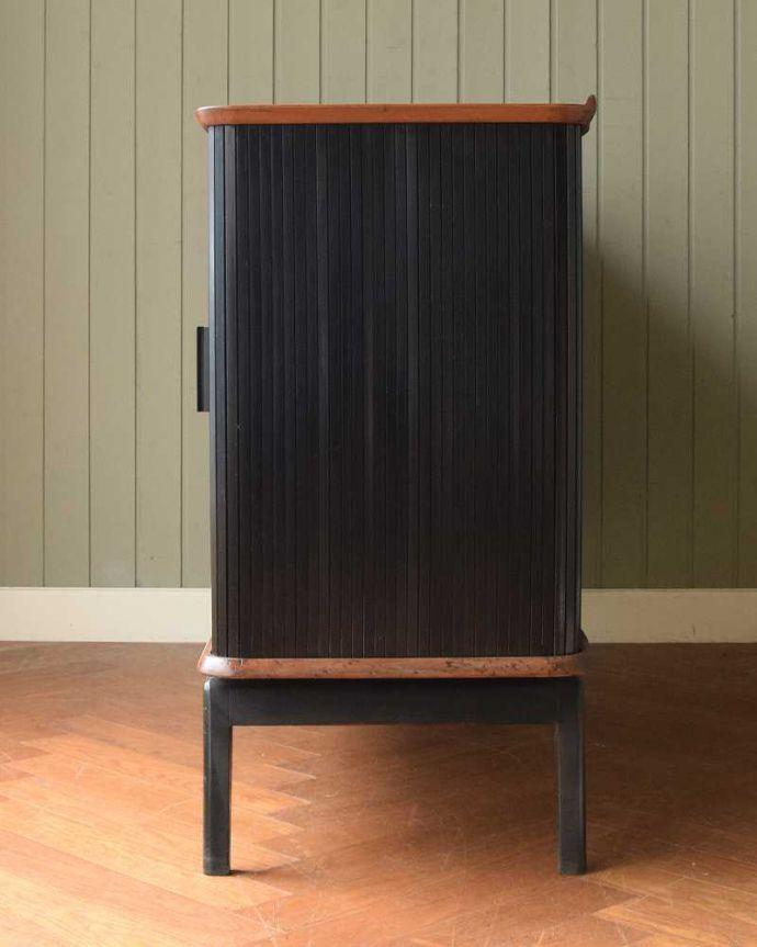 サイドボード アンティーク家具 北欧テイストのヴィンテージ家具、ブラックの脚がかっこいいサイドボード 。横から見てもスッキリどこから見てもスッキリとしてステキなヴィンテージ。(k-2617-f)