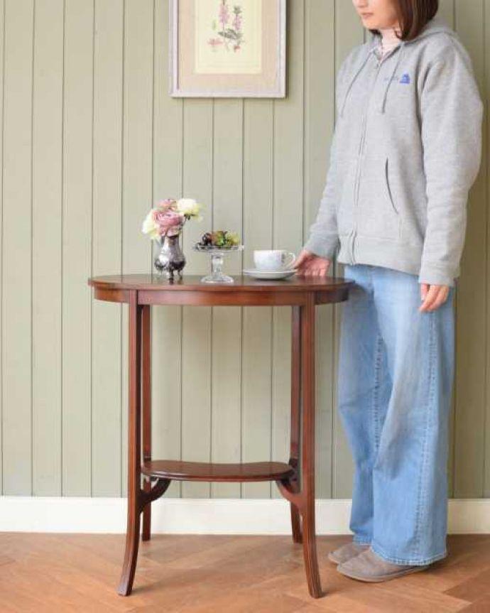 アンティークのテーブル アンティーク家具 オシャレな空間を作るビーンズ型、アンティークのオケージョナルテーブル。どんな場所でも便利に使える小さなテーブルそもそも「オケージョナル」とは「便利に使える」と言う意味。(k-2648-f)