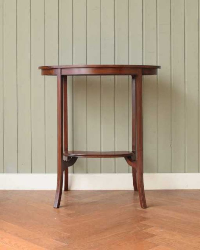 アンティークのテーブル アンティーク家具 オシャレな空間を作るビーンズ型、アンティークのオケージョナルテーブル。クルッと回転。(k-2648-f)