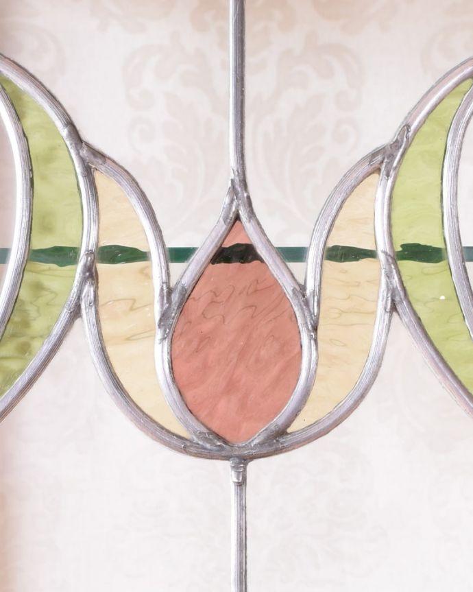 アンティークのキャビネット アンティーク家具 アールヌーボーデザインのアンティーク家具、ステンドグラス扉が美しいガラスキャビネット。アンティークのガラスの美しさガラスも古いアンティークのステンドグラスは独特の雰囲気が魅力。(k-2656-f)