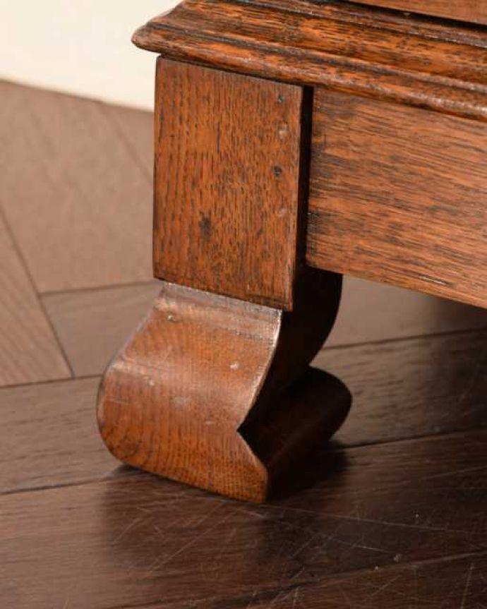 アンティークのキャビネット アンティーク家具 オーク材の重厚なアンティーク家具、英国のブックケース(本棚)。女性1人でラクラク運べちゃうんですHandleのアンティークは、脚の裏にフェルトキーパーをお付けしています。(k-2760-f)