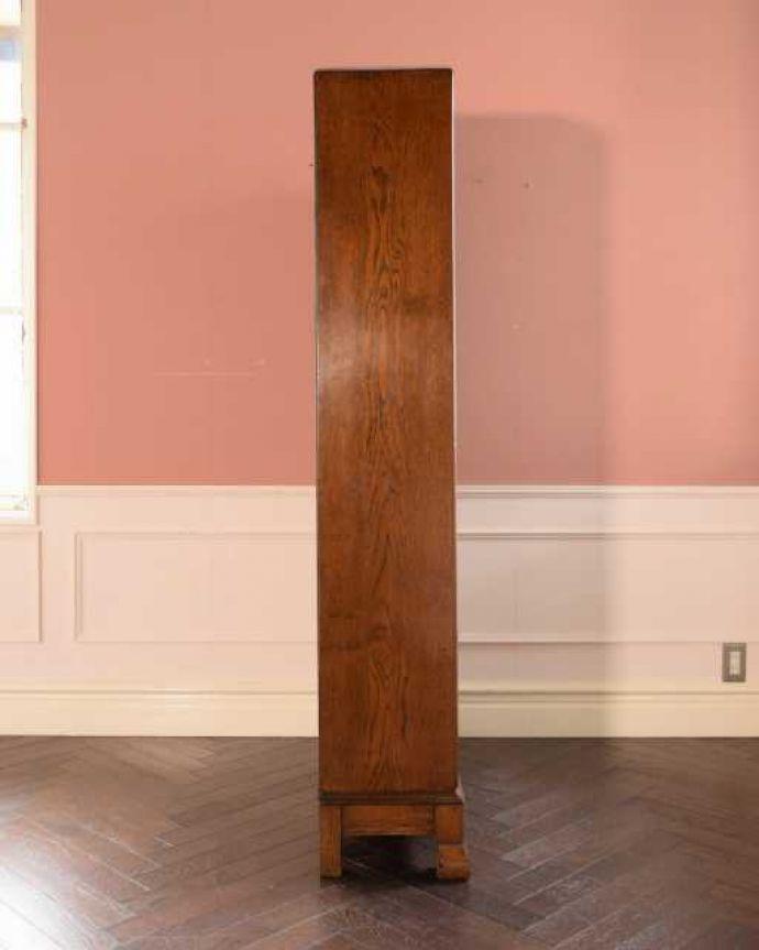 アンティークのキャビネット アンティーク家具 オーク材の重厚なアンティーク家具、英国のブックケース(本棚)。横から見てもステキ横から見るとこんな感じ。(k-2760-f)