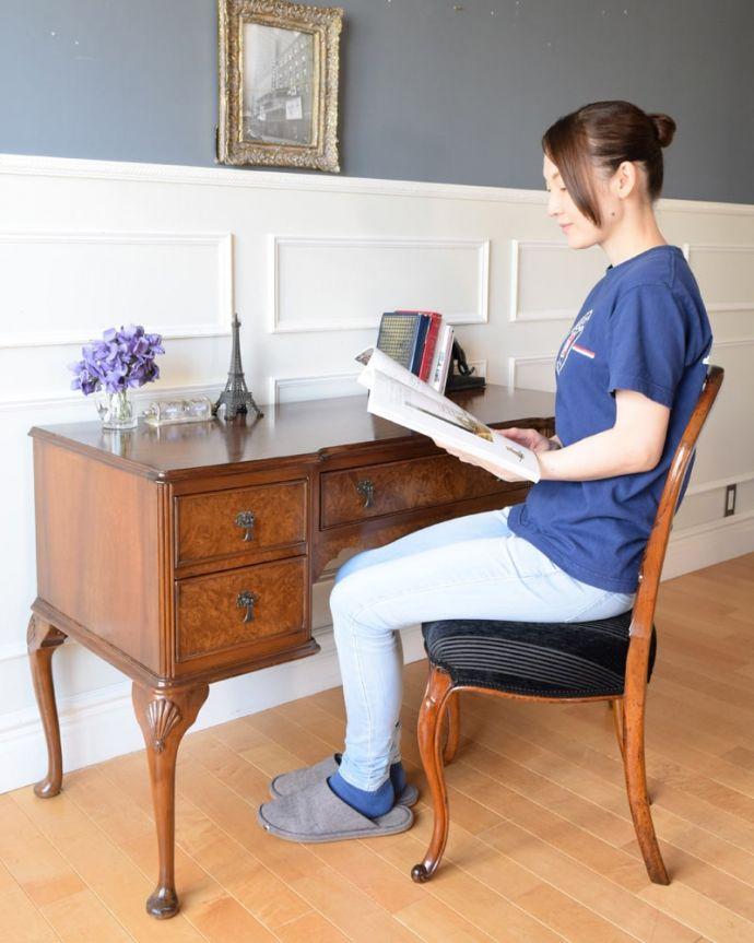 アンティークのデスク・書斎机 アンティーク家具 アンティーク ライティングデスク 自分だけのちょっと贅沢な時間大人のデスクに座るだけで自分だけの時間が作れるから、毎日がちょっとだけ贅沢になります。(k-2840-f)