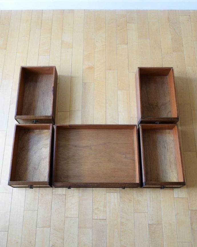 アンティークのデスク・書斎机 アンティーク家具 アンティーク ライティングデスク 引き出しの中もキレイに修復しました!もちろん引き出しの中も職人がキレイにお直しました。(k-2840-f)