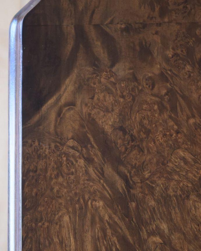 アンティークのデスク・書斎机 アンティーク家具 アンティーク ライティングデスク 天板を近くから見ると・・・デスクは天板を使う家具なので、キレイにお直ししました。(k-2840-f)