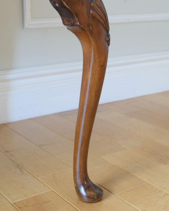 アンティークのデスク・書斎机 アンティーク家具 アンティーク ライティングデスク 女性1人でラクラク運べちゃう仕掛けHandleのアンティークは、脚の裏にフェルトキーパーをお付けしています。(k-2840-f)