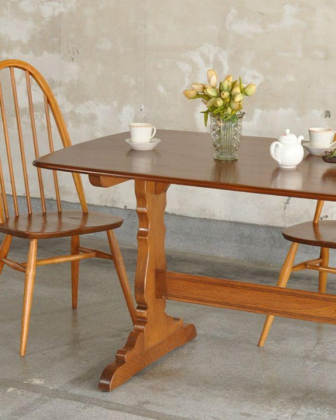 アーコールの家具 アンティーク家具 アーコール社のヴィンテージ家具、お洒落なダイニングテーブル。スッキリとカッコイイ脚ヴィンテージの家具は一見クールな表情。(k-2853-f)