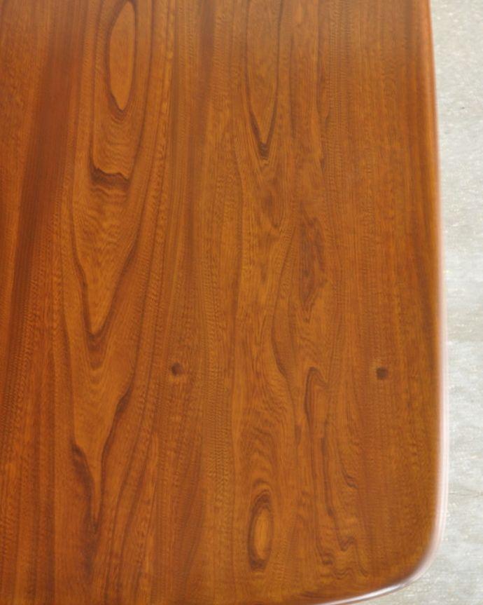 アーコールの家具 アンティーク家具 アーコール社のヴィンテージ家具、お洒落なダイニングテーブル。近づいてみるとこんな感じです。(k-2853-f)
