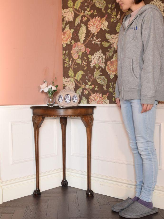 アンティーク家具 アンティーク コーナーテーブル 角にピタッと付けるだけで出来るおしゃれコーナーお部屋の角に魅せ場を作ってくれるクォータームーン(1/4)のコンソール。(k-2865-f)