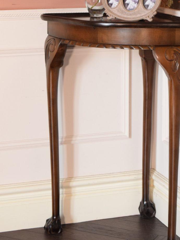アンティーク家具 アンティーク コーナーテーブル 美しいデザインが印象的実用性を求めない見せ場を作ってくれるコンソールは、何より見た目が重要。(k-2865-f)