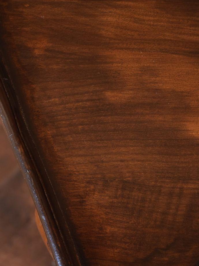 アンティーク家具 アンティーク コーナーテーブル 修復には自信がありますHandleでは専門の職人が修復する際、古い塗装を剥離してキレイにお直ししています。(k-2865-f)