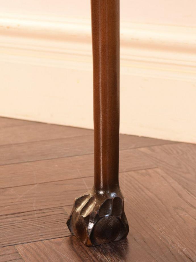 アンティーク家具 アンティーク コーナーテーブル 持ち上げなくても移動できます!Handleのアンティークは、脚の裏にフェルトキーパーをお付けしていますので、床を滑らせてれば女性1人でも移動が簡単です。(k-2865-f)