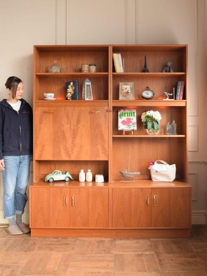 ビューロー アンティーク家具 アンティーク G-planウォールユニット  人気のヒミツは北欧スタイルのデザインやっぱりスッキリとカッコイイ北欧デザインが人気のサイドボード。(k-2889-f)