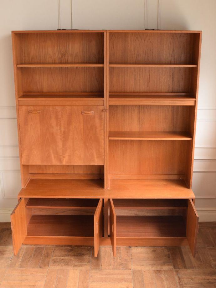 ビューロー アンティーク家具 アンティーク G-planウォールユニット  扉の奥はたっぷり収納扉を開けると、中にはたっぷりの収納。(k-2889-f)