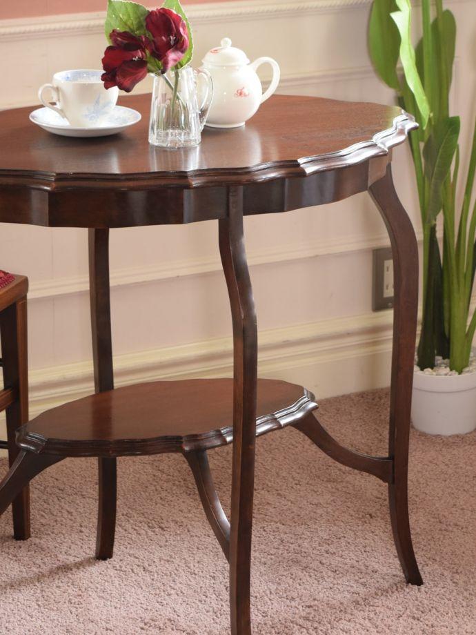 英国のアンティーク家具らしいデザイン