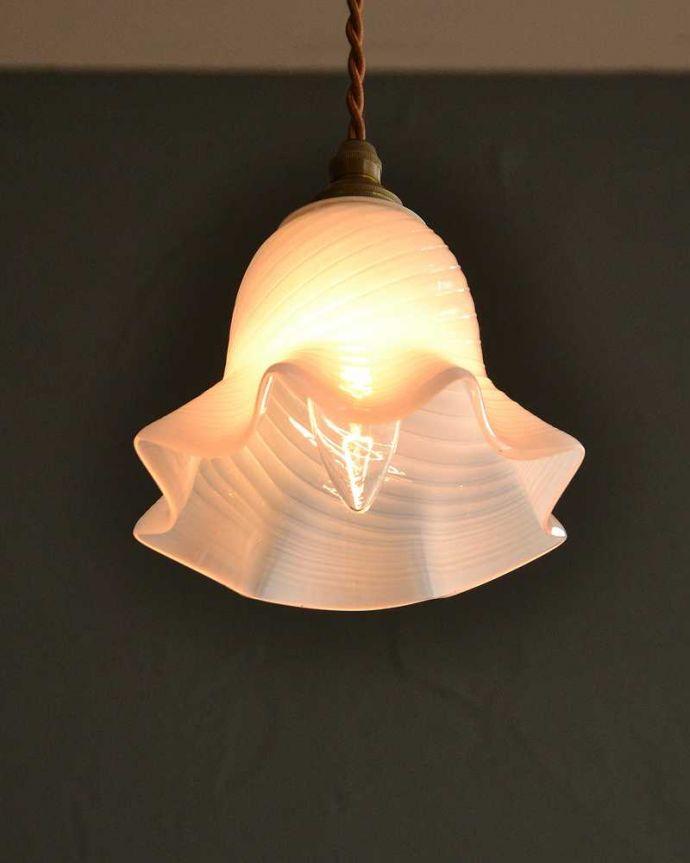 照明・ライティング オパールセントガラスがキレイなアンティークペンダントライト(コード・シャンデリア電球・ギャラリーなし)。。(k-3103-z)