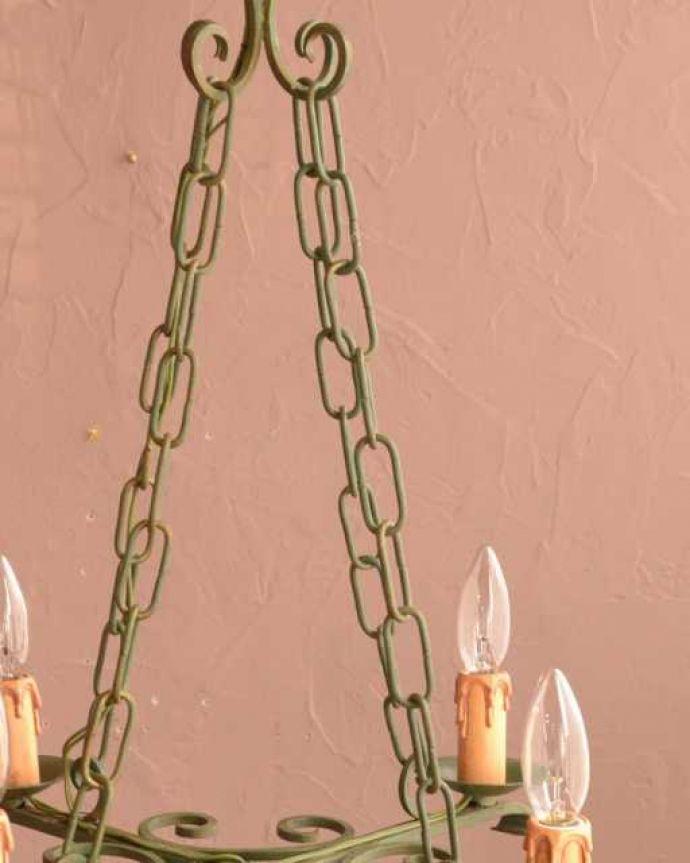 シャンデリア 照明・ライティング ほんのり色づいた若草色が爽やかなアンティークのシャンデリア(4灯)。。(k-3773-z)