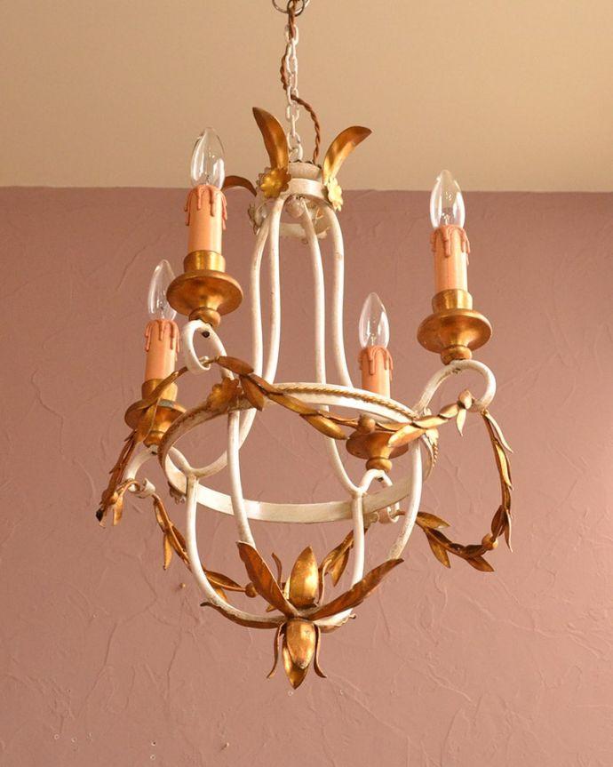 シャンデリア 照明・ライティング とってもゴージャスなフランスの照明、4灯のアンティークシャンデリア(シャンデリア球4灯)。。(k-3990-z)
