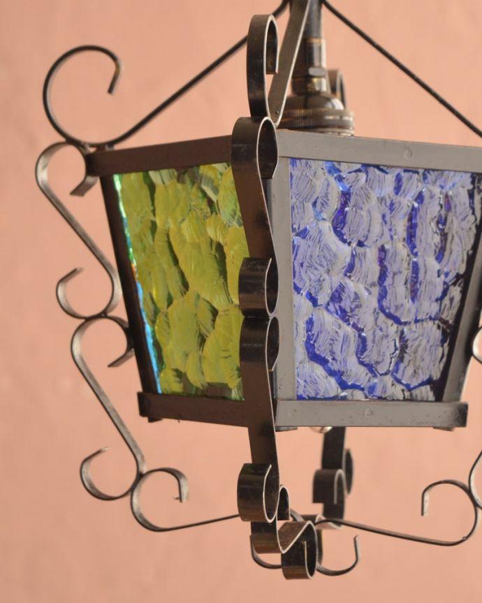 照明・ライティング アンティーク ペンダントライト アンティークらしいデザイン日本では見かけることがないシャンデリアは、まさに欧州らしい照明器具。(k-4186-z)