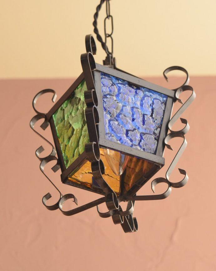 照明・ライティング アンティーク ペンダントライト 下から見上げると・・・実際に取り付けて下から見るとこんな感じです。(k-4186-z)