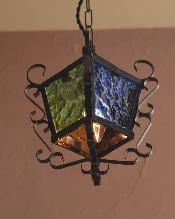 照明・ライティング アンティーク ペンダントライト 夜になると・・・ふわっとした優しい灯りで周りを包み込んでくれます。(k-4186-z)