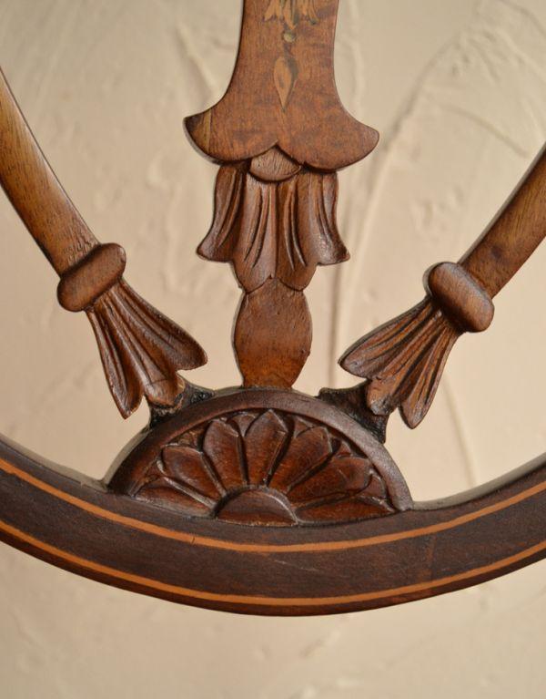 サロンチェア アンティーク チェア マホガニー材のアンティークチェア、美しい背もたれのサイドチェア。背もたれにはこだわった装飾が施されています。(k-926-c)