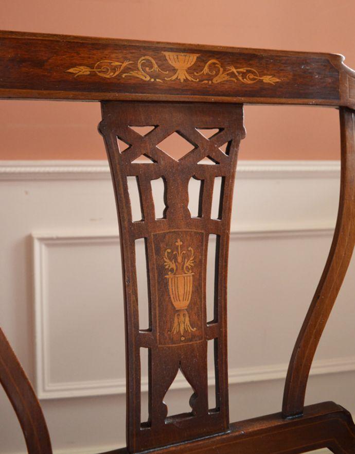 チェスターフィールド アンティーク チェア イギリスの優雅なアンティークチェア、背もたれの美しいセティ。背もたれの部分に、象嵌が施された芸術品のように美しいチェア。(k-991-c)