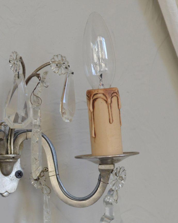 壁付けブラケット 照明・ライティング フランスから届いたクールな印象の壁付けシャンデリア(E17型シャンデリア球 2灯)。LEDも使えます口金は100Wまで対応可能ですが、蝋管付きなので白熱球は40W以下がオススメです。(m-1576-z)