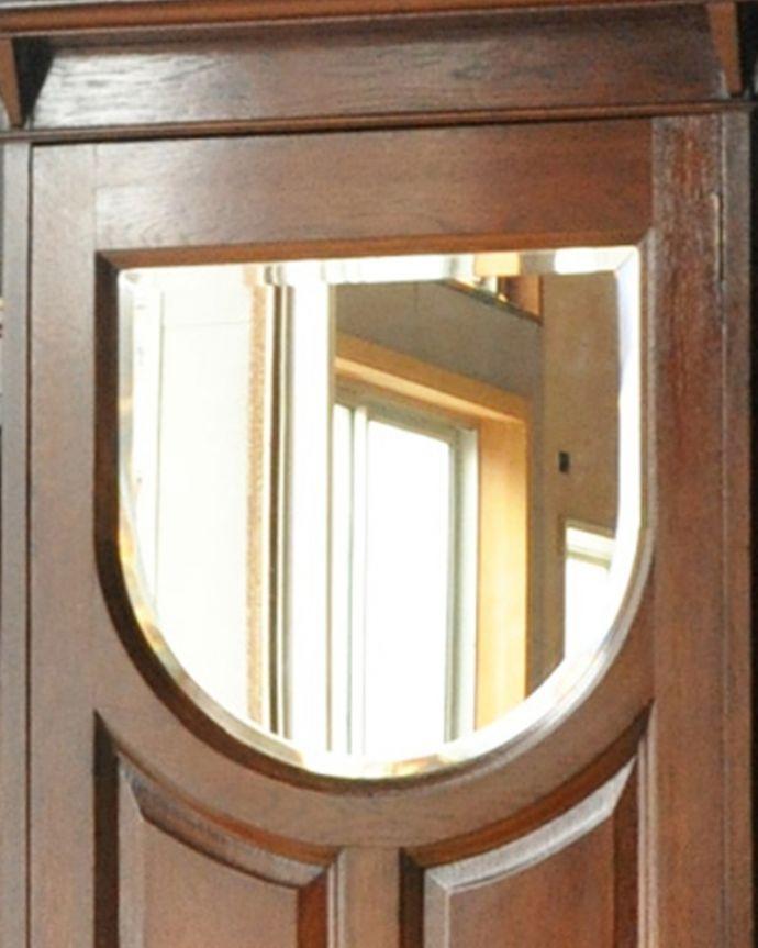 アンティーク家具 英国デザインのアンティーク家具、鏡付きが嬉しいホールスタンド(洋服掛け)。お出かけ前にミラーでチェックやっぱり玄関にはミラーが必要!出かける前にサッと身だしなみチェックできるから便利です。(m-264-f-1)
