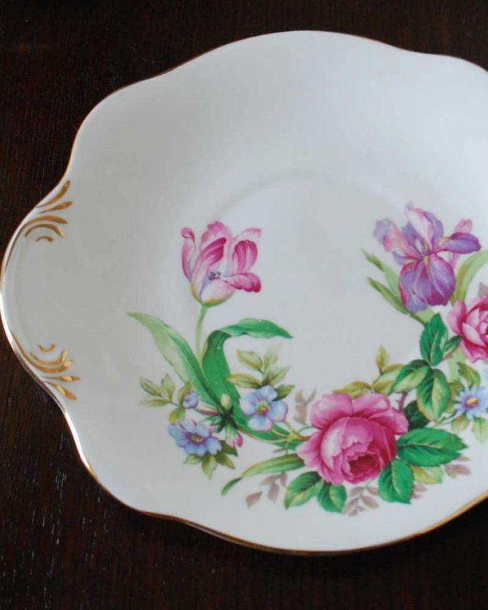 アンティーク 陶磁器の雑貨 アンティーク雑貨 ロイヤルスチュアート社、お花のブーケが美しいアンティークB&Bプレート。ティータイムでバター付きのパンを置くための一枚Bread&Butterプレート、通称B&Bプレートと呼ばれるお皿。(m-3095-z)