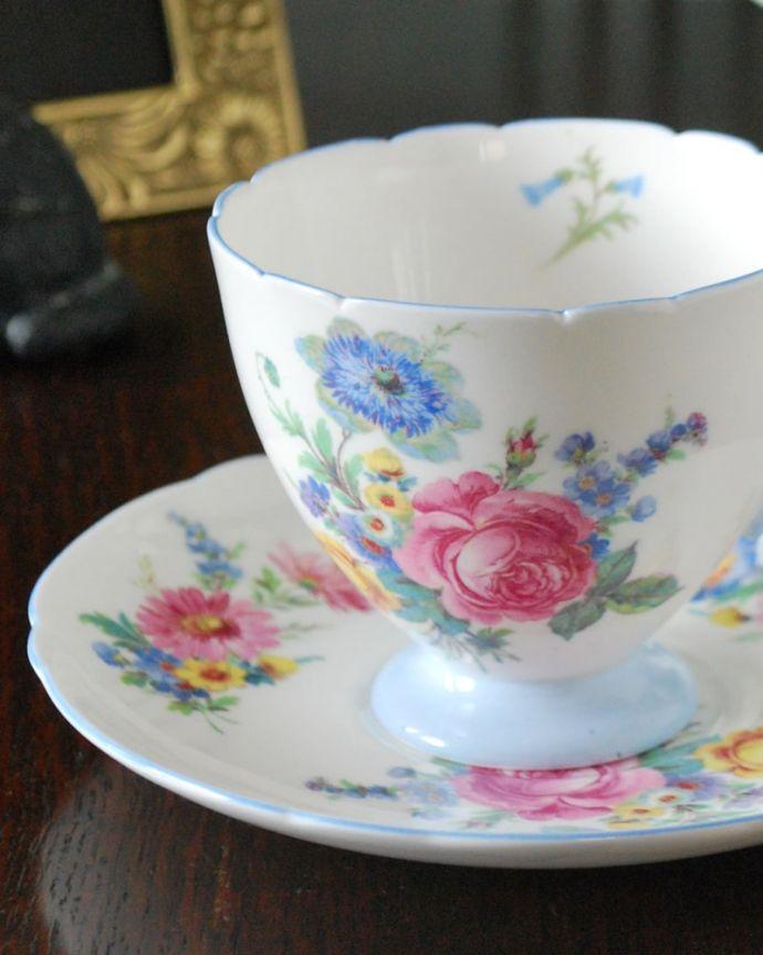 アンティーク 陶磁器の雑貨 アンティーク雑貨 お花のブーケが美しいシェリー窯のアンティークカップ&ソーサー。世界のコレクターが愛するシェリー窯アンティークでしか手に入れることが出来ない美しい模様のカップ&ソーサー。(m-3819-z)