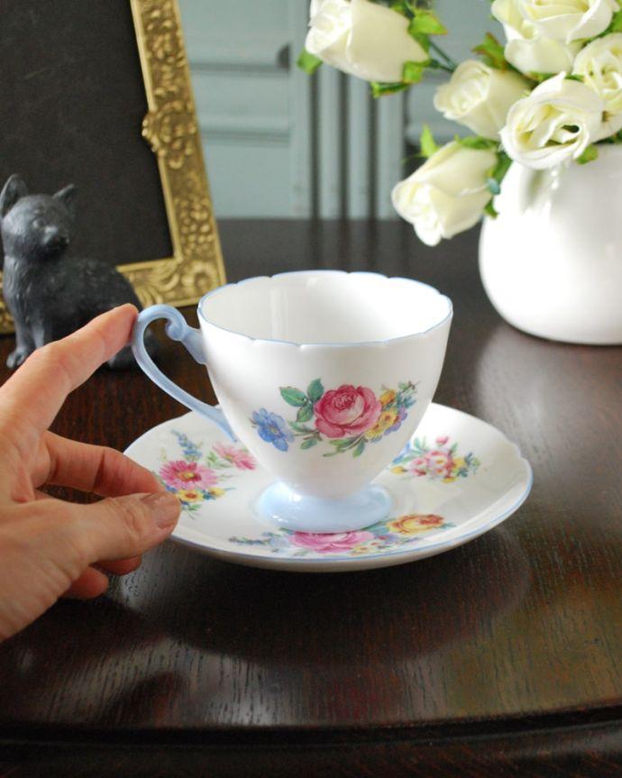 アンティーク 陶磁器の雑貨 アンティーク雑貨 お花のブーケが美しいシェリー窯のアンティークカップ&ソーサー。お茶の時間をもっと優雅に・・・眺めているだけじゃもったいないので、実用的に使って下さい。(m-3819-z)