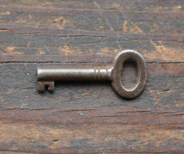 m-388-f アンティークガラスキャビネットの鍵