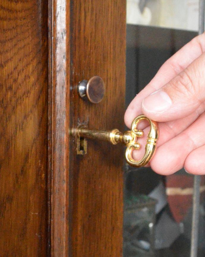 m-424-f アンティークブックケースの鍵穴