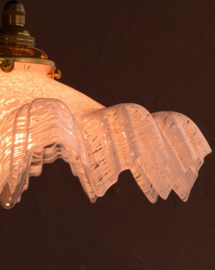 ペンダントライト 照明・ライティング ガラスランプシェード 使えるものだけ選んできましたアンティークなのでキズや汚れ、カケなどは必ずありますが、使えると判断したものだけを吟味して選んできました。(m-4275-z)