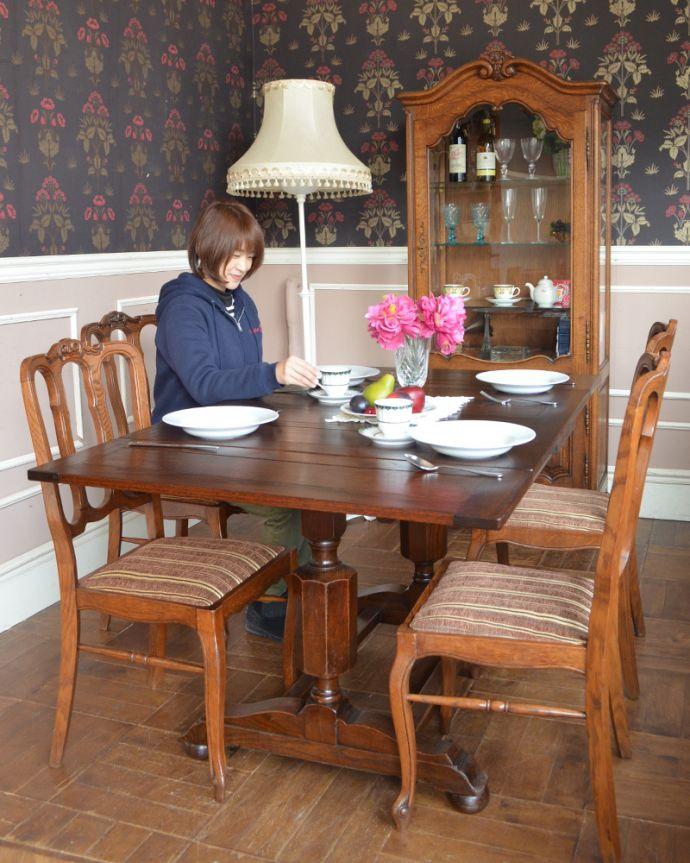 ドローリーフテーブル(モデル入り)