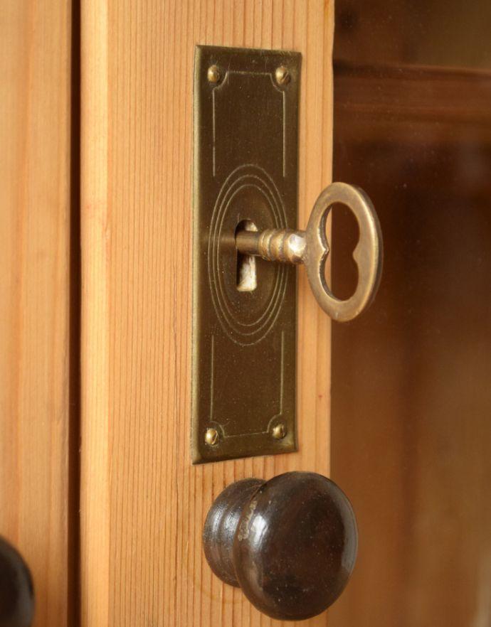 k-1069-f アンティークブックケースの鍵穴