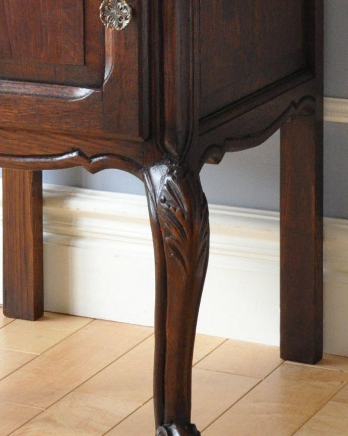 m-560-f アンティークナイトテーブルの彫り