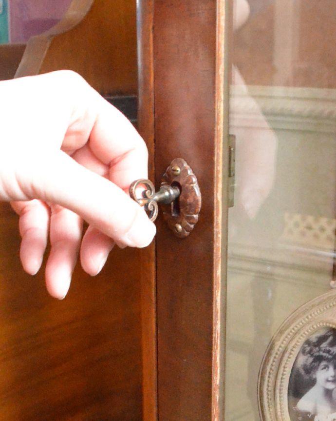 m-570-f アンティークガラスキャビネットの鍵穴